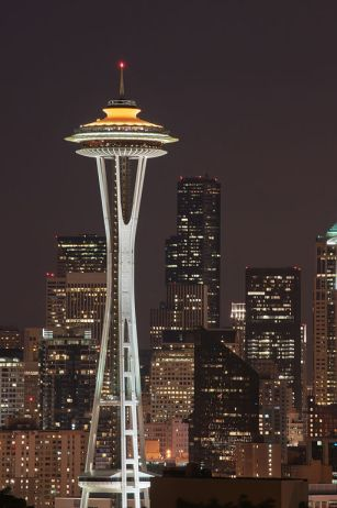 Seattle_Space_Needle_at_night,_from_Kerry_Park_(7666889068)